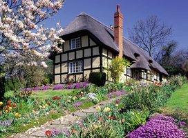 Ravensburger 300 (XXL) - Landhuis in het voorjaar